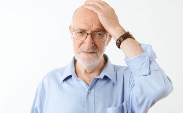Pessoas com perda auditiva elevada estão mais vulneráveis à demência e ao Alzheimer